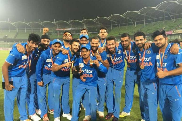 Team India pose for the shutter box after wining the Asia Cup for the sixth time.  (Photo Credit: @SDhawan25)