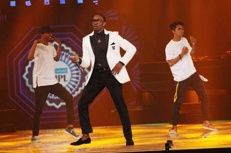 A glitzy mix of Bollywood razzmatazz and high-octane performances, including that of West Indian cricketer Dwayne Bravo's smash-hit rap 'Champion dance', marked a glittering opening ceremony which set the ball rolling for the ninth edition. (BCCI)