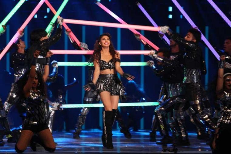 The gala started when Bollywood actress and Sri Lankan beauty Jacqueline Fernandez danced to the tunes of some famous numbers