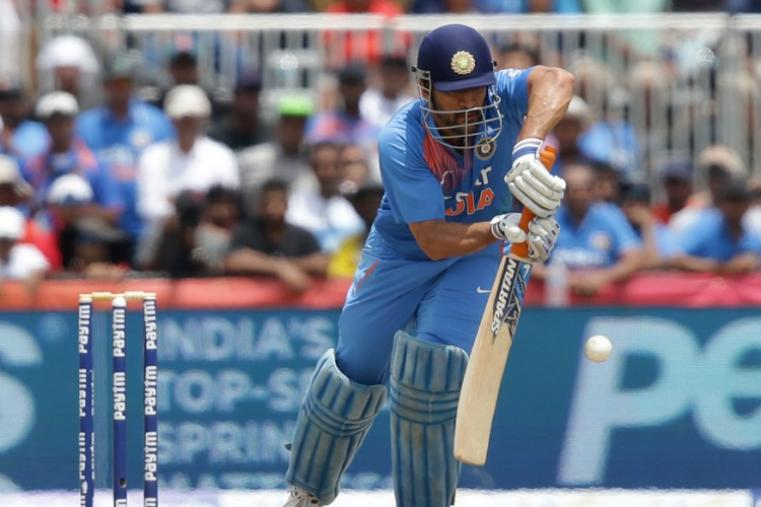 MS Dhoni made 43 off 25 balls but failed to score the winning runs in the last over. (AP)