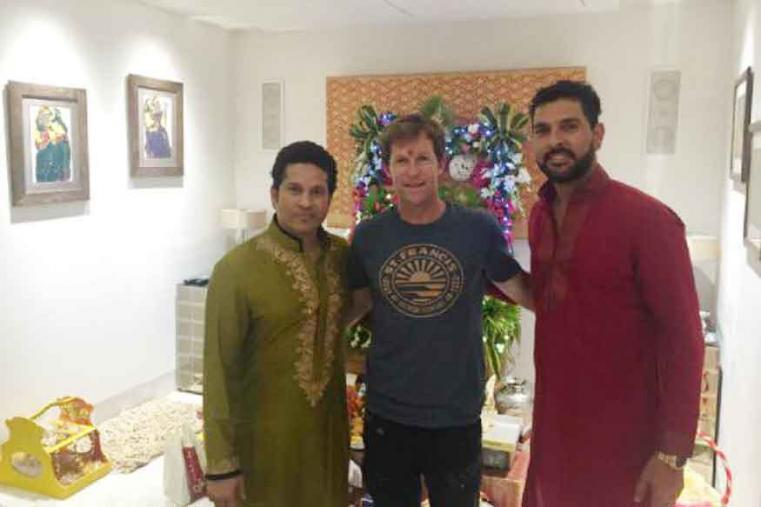 Sachin Tendulkar, on Monday, celebrated Ganesh Chaturthi as he welcomes former South African cricketer Jonty Rhodes and Indian batsman Yuvraj Singh at his residence in Mumbai for the same. (Photo Credit: Sachin Tendulkar/FB Page)