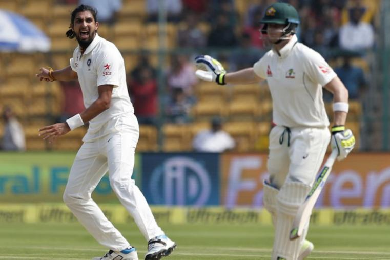 India's Ishant Sharma, left, appeals unsuccessfully for the wicket of Australia's captain Steven Smith, right, during the second day of the Bengaluru Test.(AP Photo)