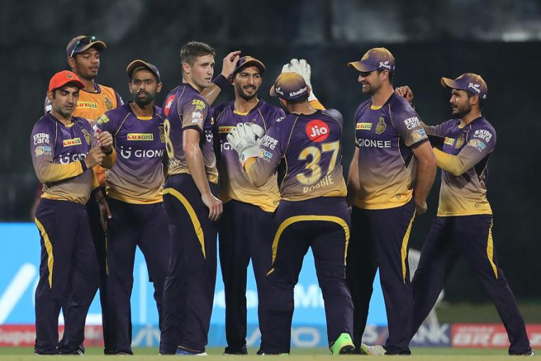 Chris Woakes celebrate with his teammates after taking a wicket against SRH. (BCCI Photo)