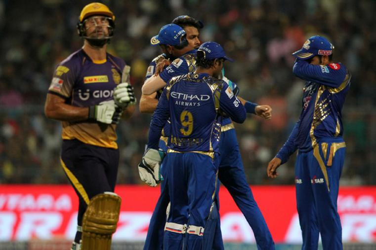 Hardik Pandya celebrates a wicket with his teammates during the match against KKR. (BCCI Photo)