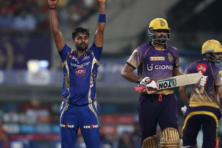 Vinay Kumar celebrates the dismissal of Yusuf Pathan during the match against KKR. (BCCI Photo)