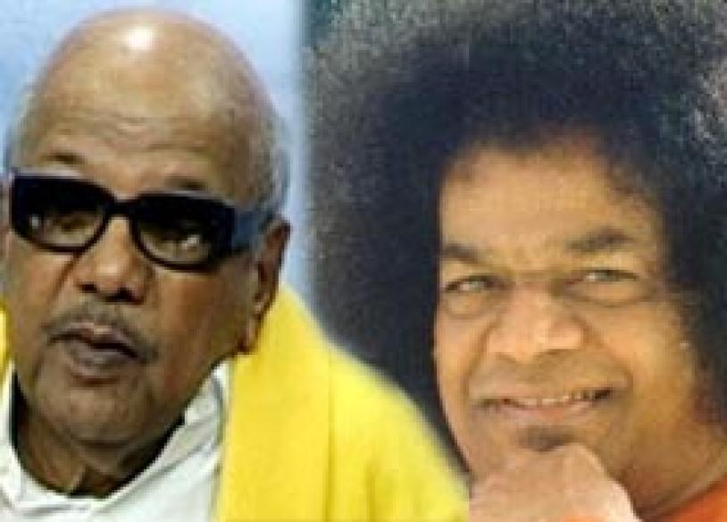 Karunanidhi shares dais with Sai Baba