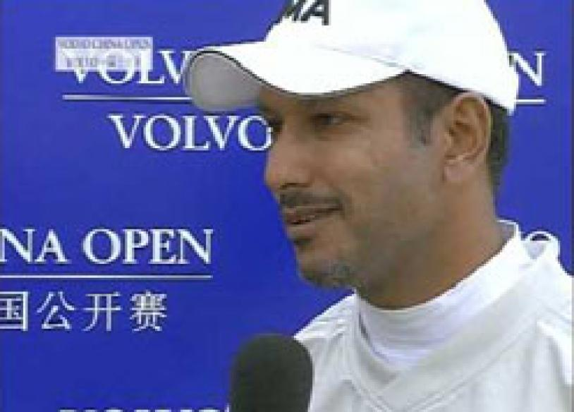 Jeev trails, Appleby goes clear on top