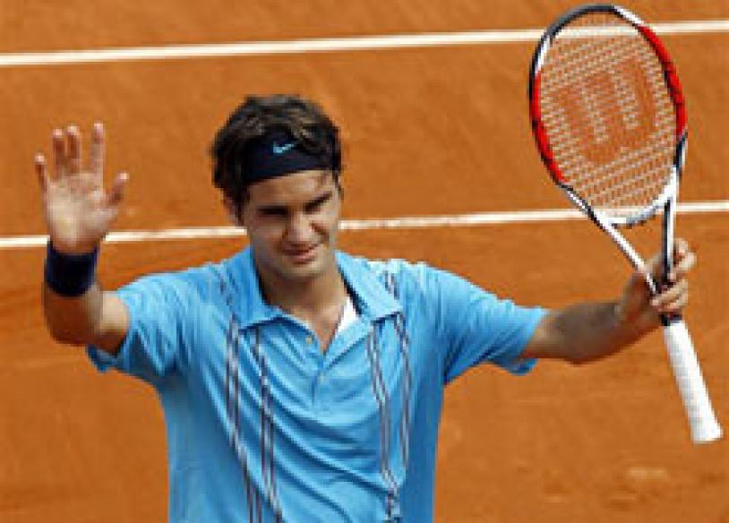 Federer reaches French Open final