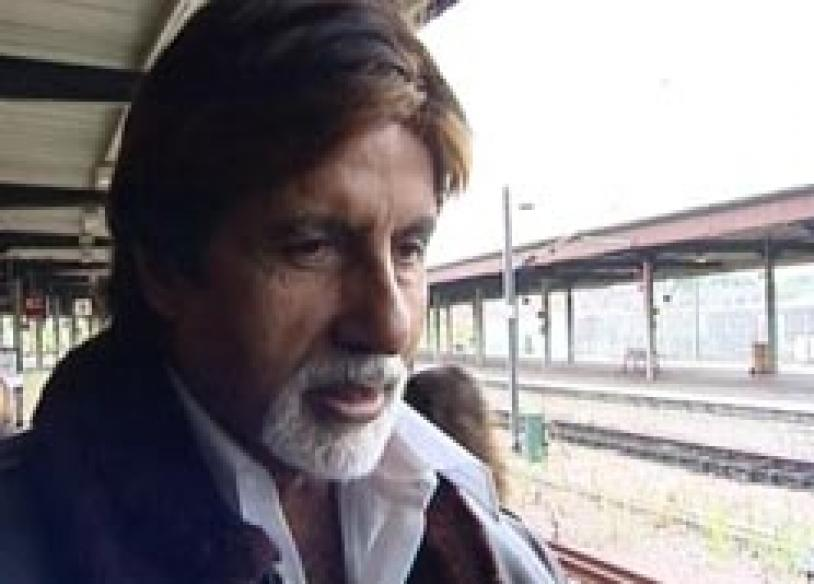 Big B arrives at IIFA in <i>Bunty...</i> style