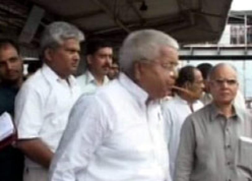 Take a look at Lalu's spitting image