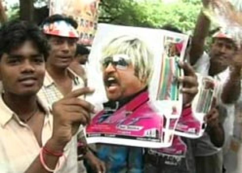 Fans give a thumbs up to <i>Sivaji</i>