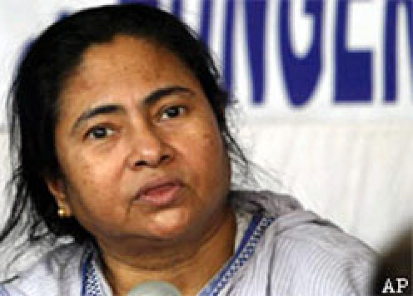 Mamata threatens to cripple WB, won't call it bandh