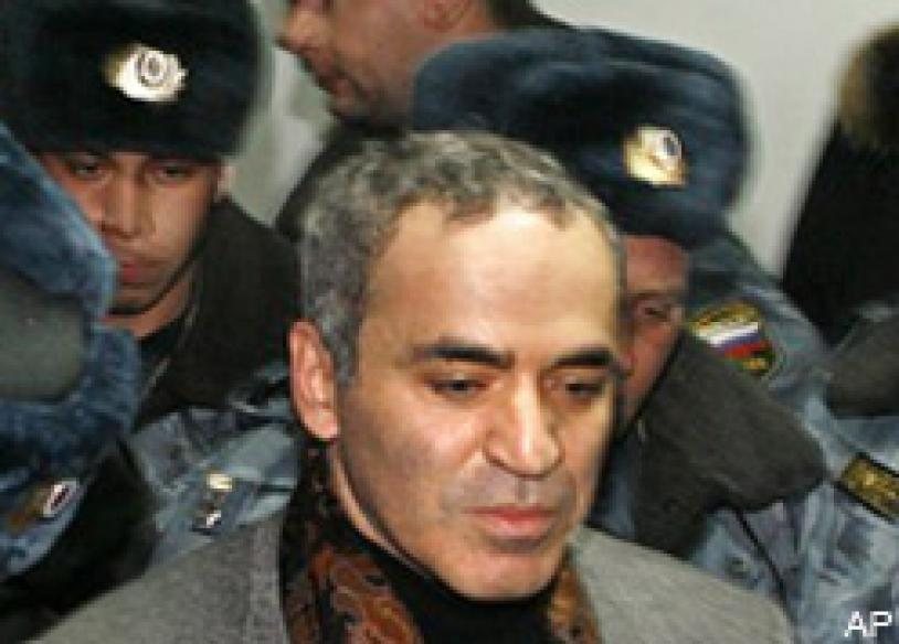 Chess legend Kasparov beaten by cops, detained