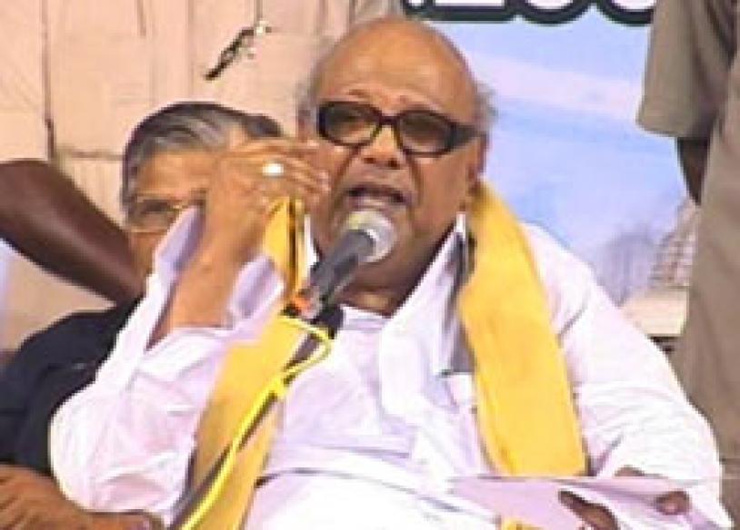 'Atheist' Karunanidhi visits temple, lauds guru