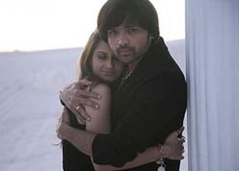 <i>Karzzzz</i>'s curse? Now Himesh catches sunstroke