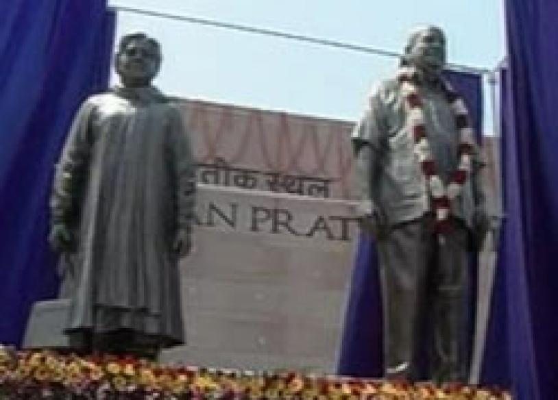 Mayawati unveils statues of Dalit icons, herself