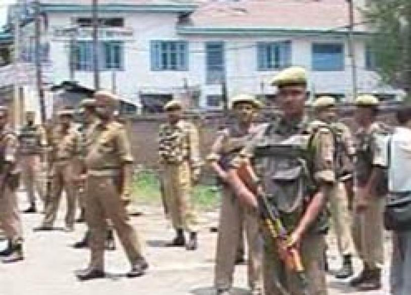 Militants attack Civil Secretariat in Kashmir | <a href='http://www.news18.com/news/2-people-injured-in-jammus-grenade-blast/67145-3-1.html'>Watch</a>