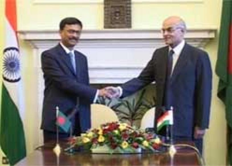 India-B'desh foreign secretaries meet, talk terror