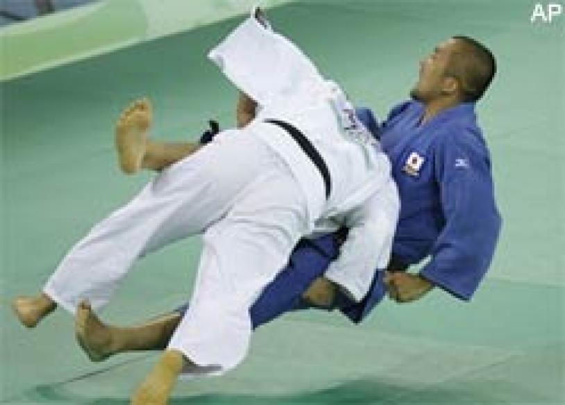 Judo king Suzuki loses in 100kg first round