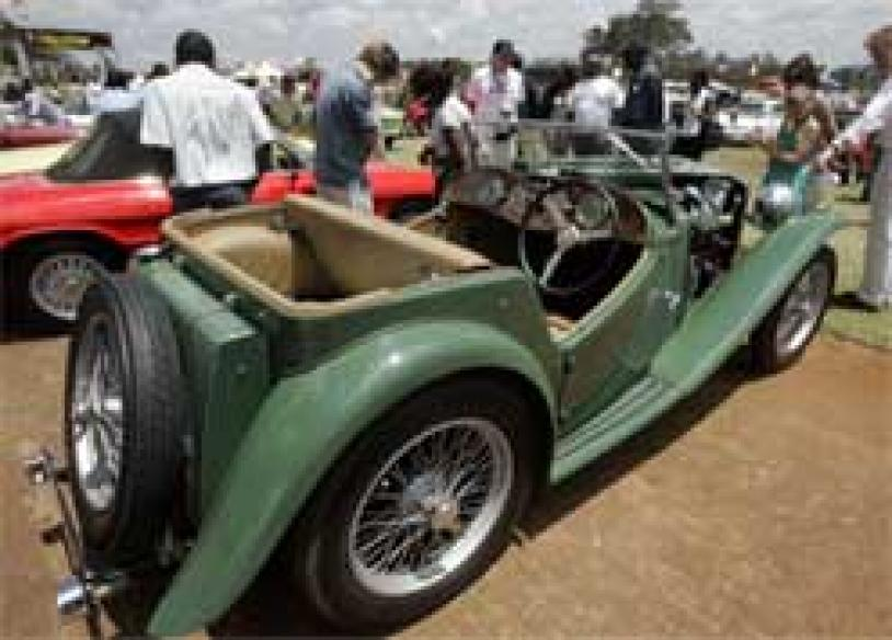 </a><a href='http://www.news18.com/photogallery/986.html'>In Pics: Old beauties on the road</a>