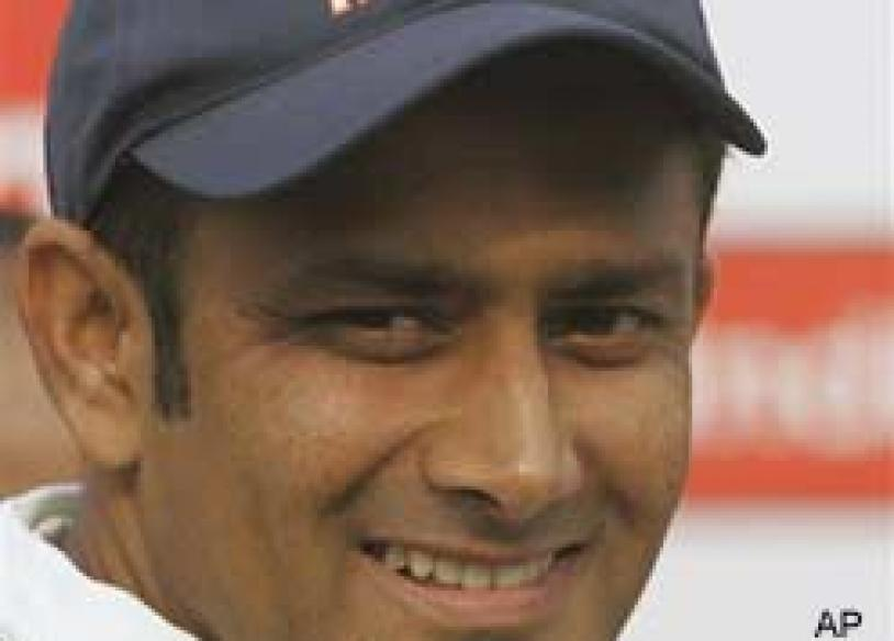 <a href='http://ibnlive.in.com/news/kumble-retires--pics-farewell-jumbo--your-say/77288-5.html'>Kumble retires</a> | <a href='http://ibnlive.in.com/photogallery/1070-0.html'>Pics: Farewell Jumbo</a> | <a href='http://ibnlive.in.com/conversations/thread/77936.html'>Your say</a>