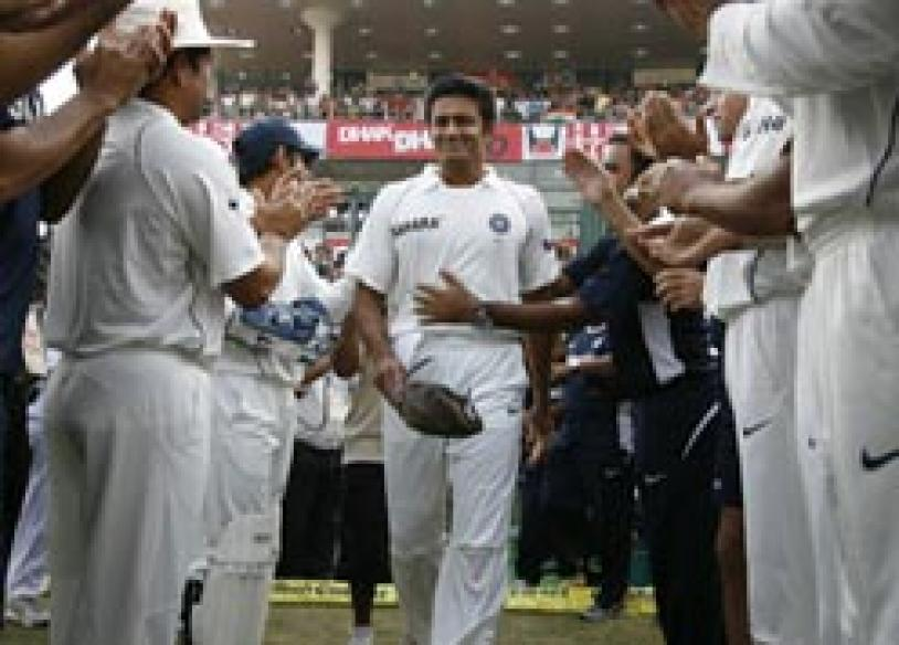Kumble announces retirement, Dhoni to take over