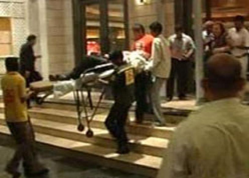 2 gunmen in Taj Hotel, 7 foreigners among 15 hostages