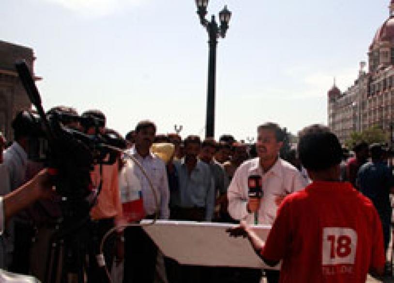 Developing: Taj encounter on | <a href='http://ibnlive.in.com/news/at-least-12-dead-at-taj-hotel-navy-commandos/79275-3.html'>'At least 12 dead at Taj'</a>