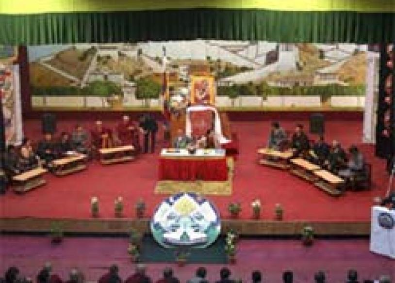Tibetan exiles play down shift from China policy