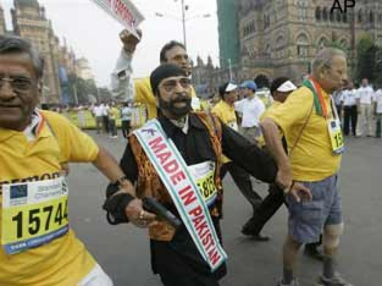 <a href='http://ibnlive.in.com/photogallery/1211.html'>Photogallery: Mumbai runs to remember 26/11</a>