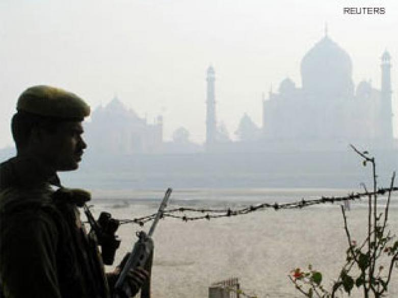 <a href='http://ibnlive.in.com/news/india-steps-up-security-ahead-of-republic-day/83682-3.html'>India's Republic Day security</a> | <a href='http://ibnlive.in.com/news/air-attack-feared-delhi-turns-fortress-for-rday/83639-3.html'>Air attack feared</a>