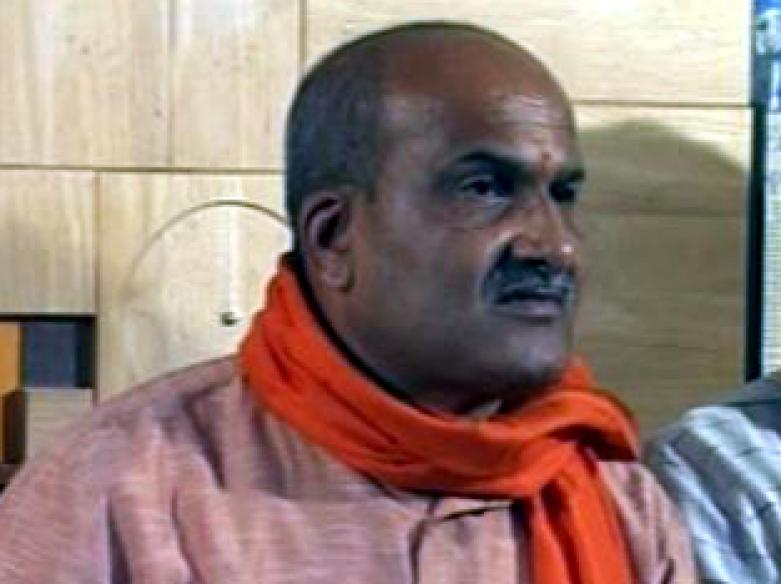 Ram Sene head sorry | <a href='http://ibnlive.in.com/news/ram-sena-chief-arrested-but-not-for-mangalore-pub-attack/83793-3.html'>Arrested but not for pub attack</a>