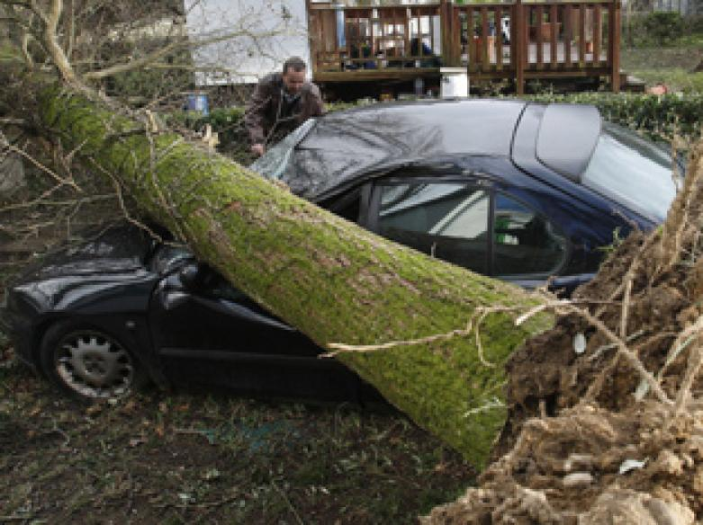 Killer storm strikes Spain, France; 11 dead