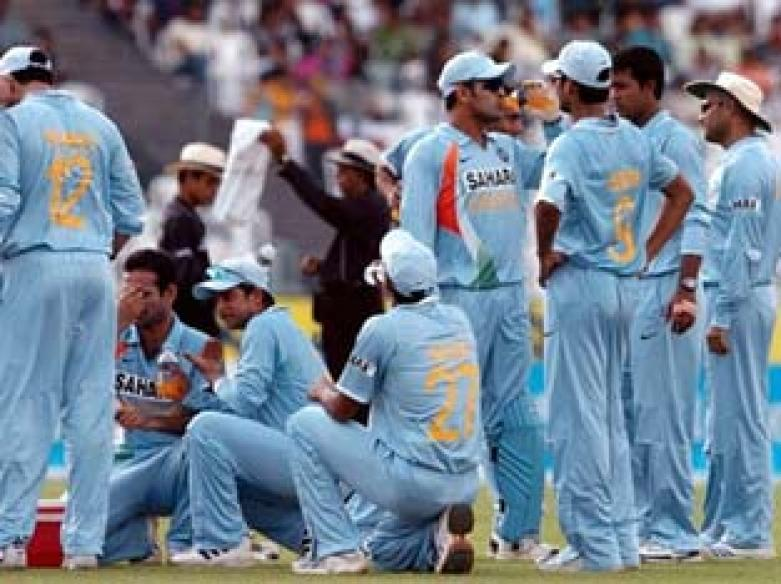<a href='http://cricketnext.in.com/news/warne-says-tendulkar-will-take-india-to-the-top/37816-13.html'>Warne says Tendulkar will take India to the top</a>
