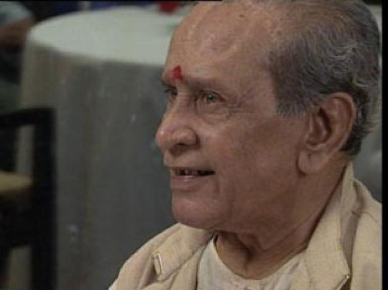 Bharat Ratna conferred on Bhimsen Joshi at his home