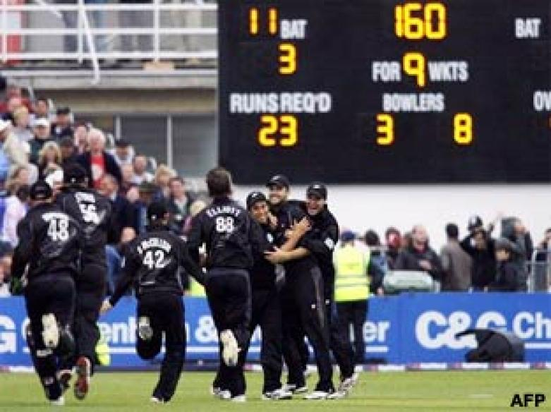 <a href='http://cricketnext.in.com/news/new-zealand-restrict-india-to-1496/38632-13.html'>Kiwis win the thriller to sweep T20 series</a> | <a href='http://cricketnext.in.com/scorecard/match/185988.html'>Full score</a>