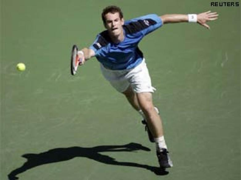 Murray outplays Federer, Nadal beats Roddick