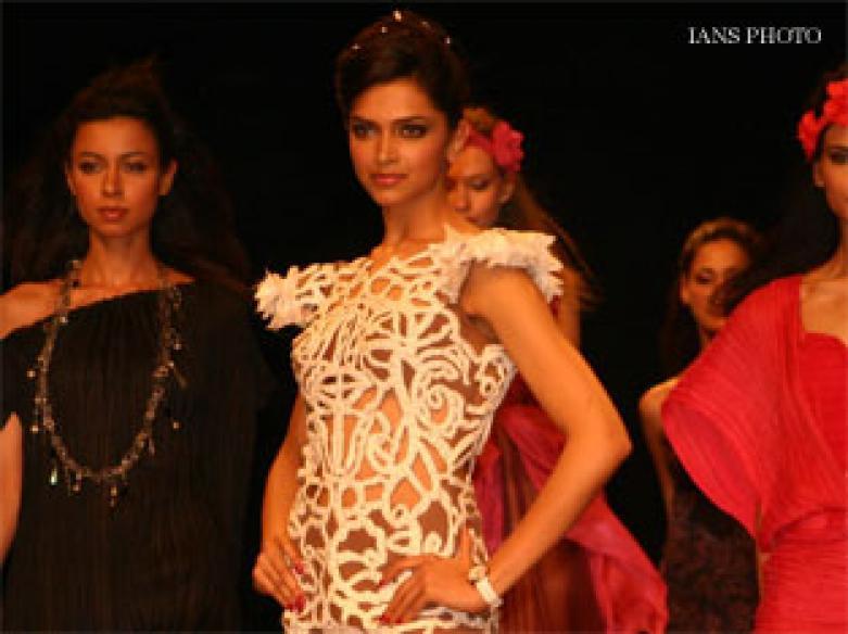 Deepika sashays down ramp at WIFW, vows crowd twice