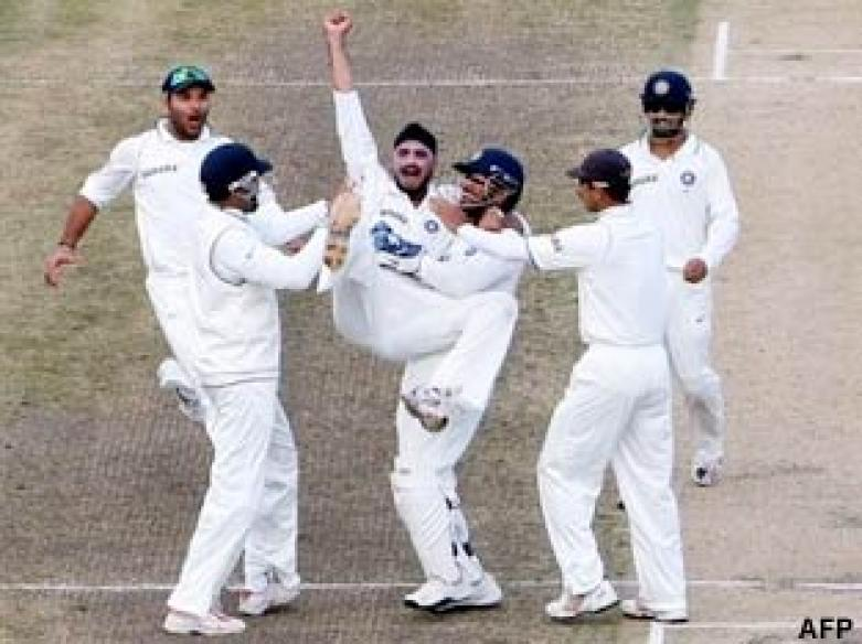 <a href='http://cricketnext.in.com/news/tendulkar-double-strike-puts-india-on-course/39754-13.html'>India win series 1-0 as rain ruins final Test</a> | <a href='http://cricketnext.in.com/scorecard/match/185996.html'>Scorecard</a>