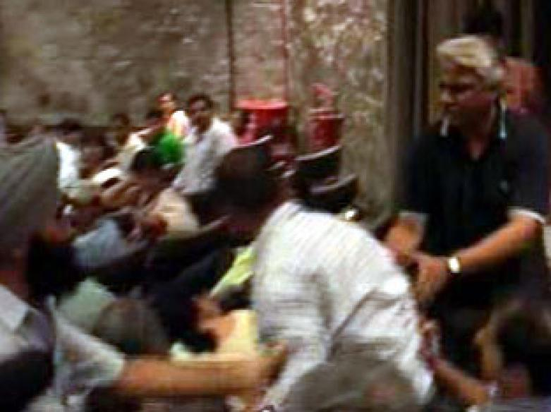 Sene men disrupt Pak journos' talk in Delhi
