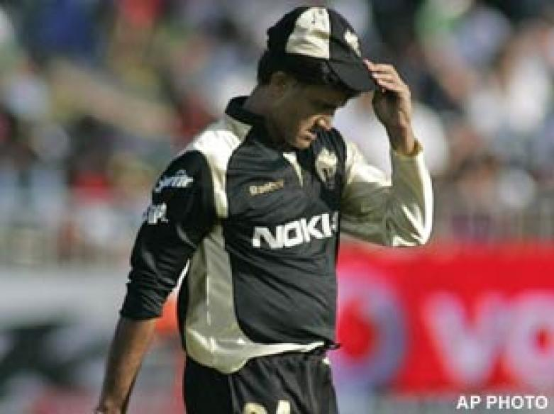 <a href='http://cricketnext.in.com/news/bangalore-edge-out-kolkata-in-tense-finish/40387-27.html'>IPL: Bangalore beat Kolkata in tense finish</a> | <a href='http://cricketnext.in.com/slideshow/g609/view.html'>Pics</a>