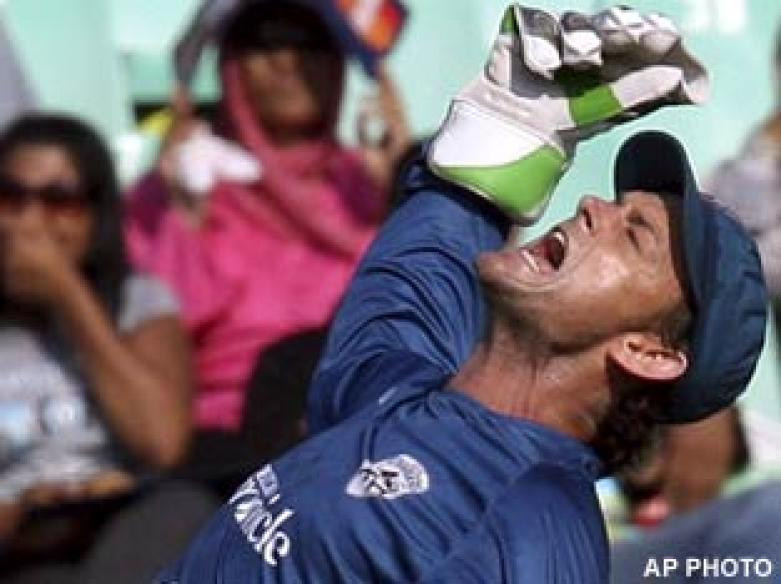 <a href='http://cricketnext.in.com/news/unchanged-bangalore-opt-to-bowl-in-summit-clash/41139-27.html'>Deccan Chargers crowned IPL champions</a> | <a href='http://cricketnext.in.com/scorecard/match/full/dcbc2405.html'>Score</a>