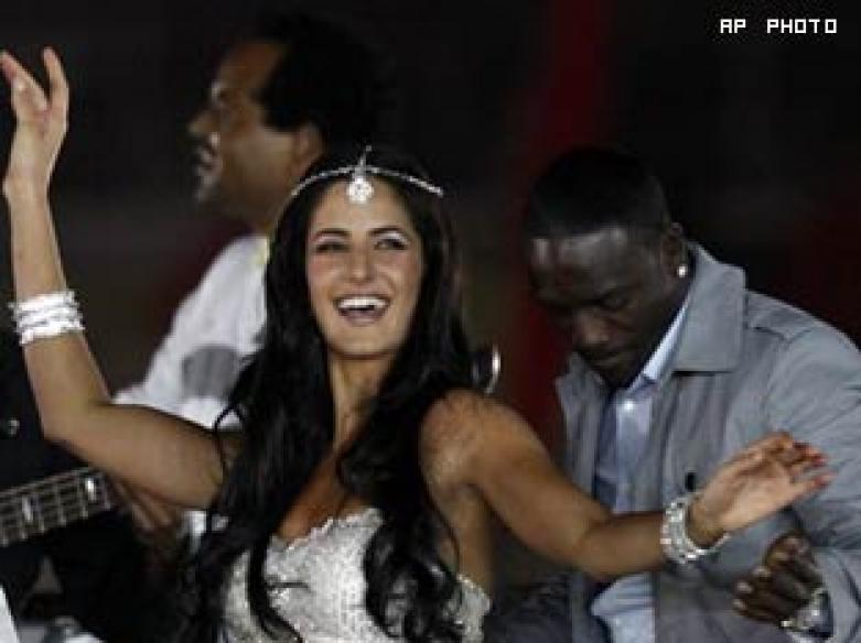 <a href='http://ibnlive.in.com/photogallery/1368.html'>Pics: Deccan Chargers win IPL</a> | <a href='http://ibnlive.in.com/photogallery/1369.html'>Katrina, Akon rock</a>