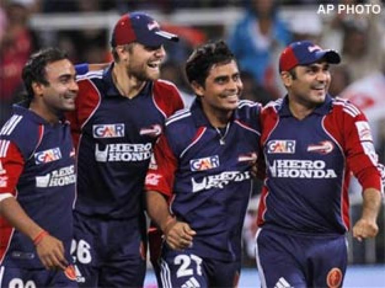 <a href='http://cricketnext.in.com/news/maharoof-vettori-in-as-punjab-ask-delhi-to-bat/40897-27.html'>IPL: Punjab beat Delhi in tense contest</a> | <a href='http://cricketnext.in.com/flash/scorecard/kpdd1505/ODI/index.html'>Score</a>