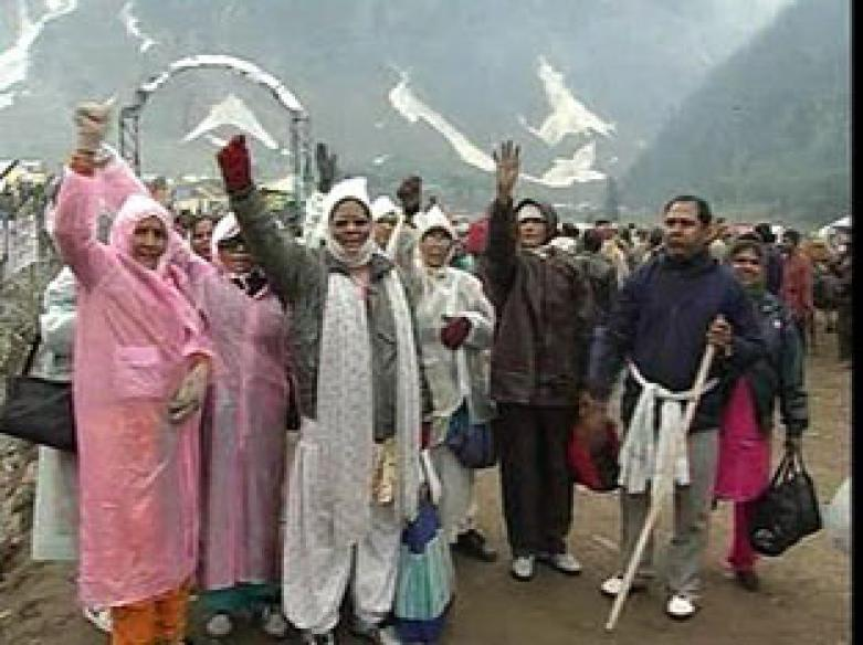J-K: First batch of pilgrims leave for Amarnath cave