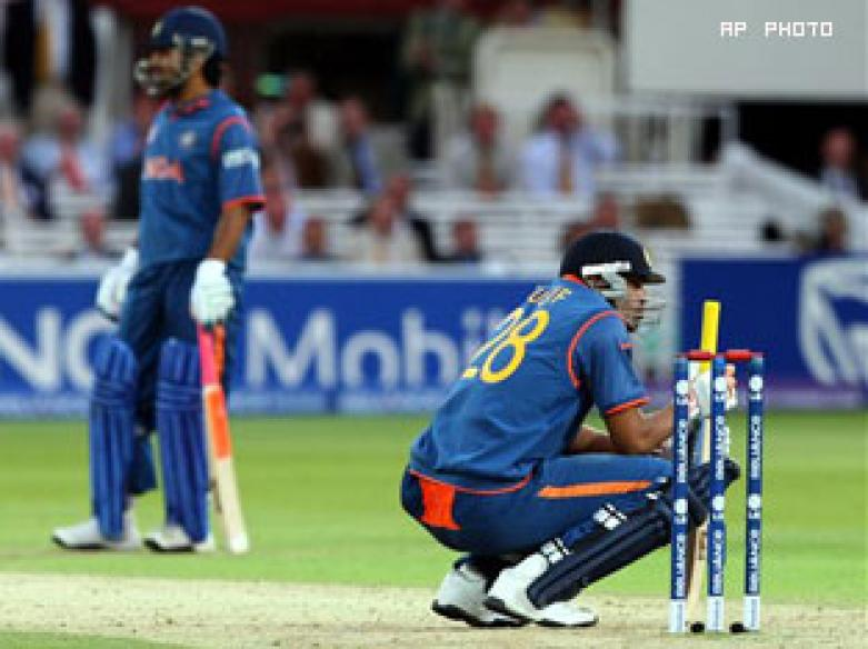 Dhoni apologises to fans on India's T20 loss