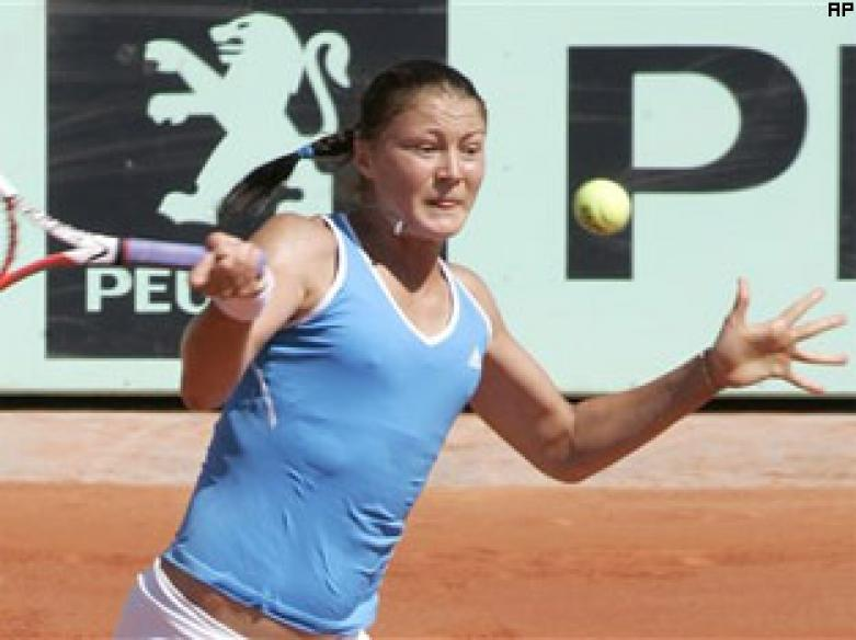 Safina storms into French Open final