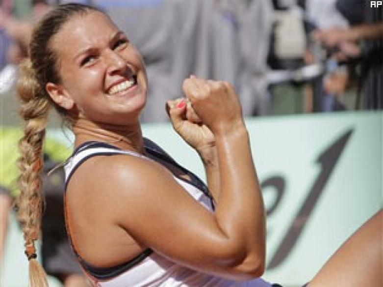 Sharapova loses to Cibulkova, but wins crowd