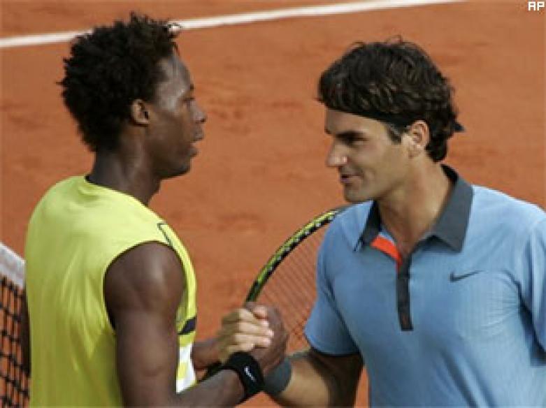 Federer shows the door to Monfils, enters semis