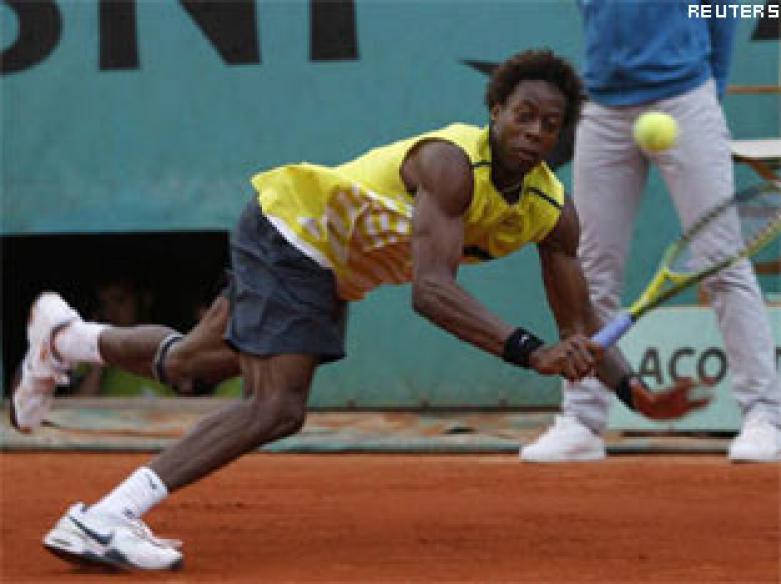 Monfils knocks out Roddick, meets Federer next